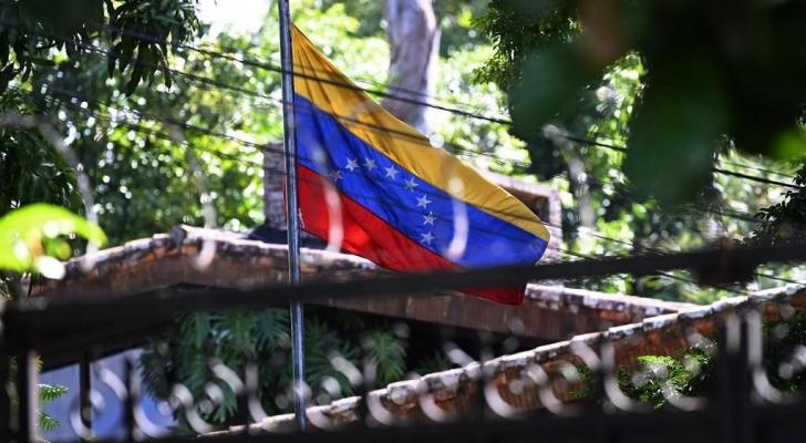 السلفادور تطرد دبلوماسيي فنزويلا التي ردت بالمثل