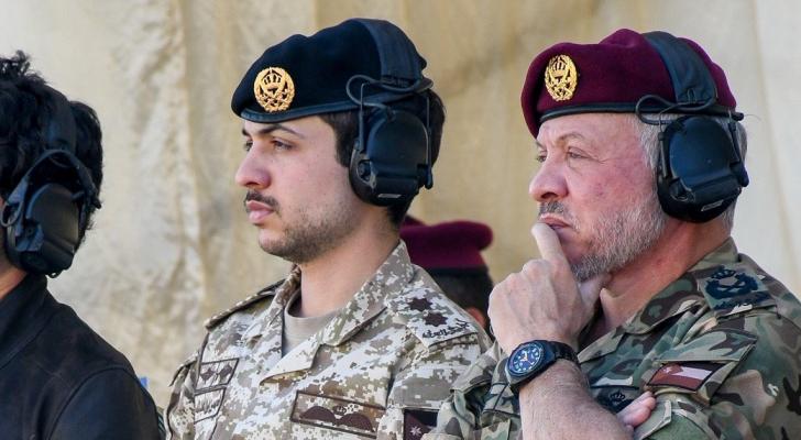 الملك وولي العهد يزوران قيادة مجموعة الملك عبدالله الثاني القوات الخاصة الملكي
