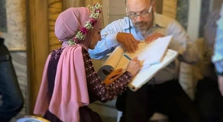 عقد قرآن شاب وفتاة فلسطينيين في رحاب المسجد الأقصى المبارك