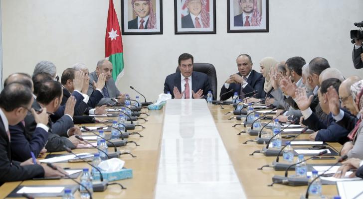 الطراونة يترأس اجتماع لجنة الرد على خطاب العرش واختيار القاضي رئيساً لها