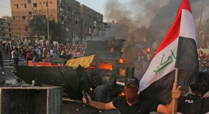 صورة لمتظاهرين عراقيين غاضبين