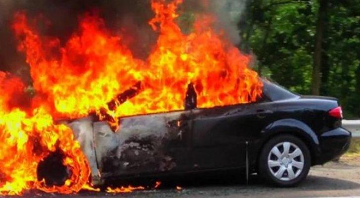 رجل يشعل النار في زوجته داخل سيارة بألمانيا