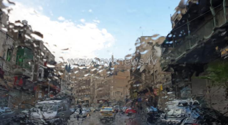 طقس العرب: زخات رعدية غزيرة في بعض أحياء عمان وتنبيه من ارتفاع منسوب المياه