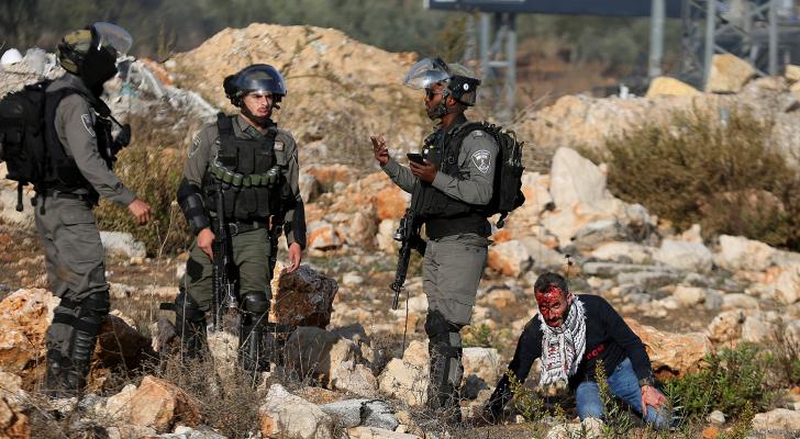 إصابتان بالرصاص والعشرات بحالات اختناق بمواجهات مع الاحتلال شمال البيرة