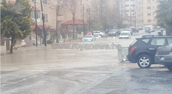طقس العرب: استمرار الأمطار الرعدية الغزيرة العشوائية وتحذيرات من السيول في الأردن
