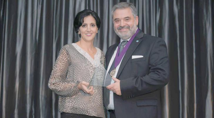 منح أول جائزة طب أسنان خارج أمريكا لطبيبة أردنية