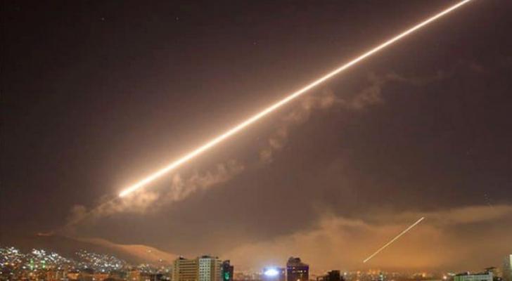 الدفاعات الجوية السورية تسقط أهدافاً معادية
