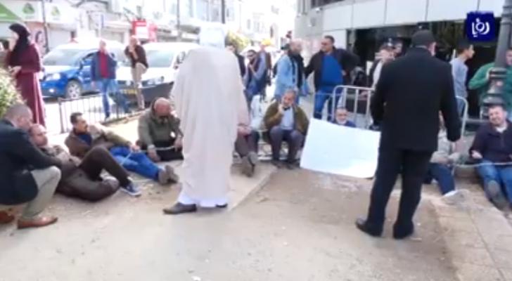 الأسرى الفلسطينيين المقطوعة رواتبهم يواصلون اضرابهم المفتوح عن الطعام والماء