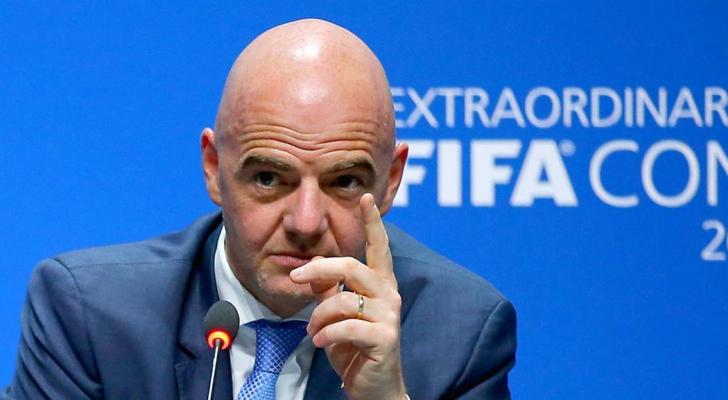 رئيس الاتحاد الدولي لكرة القدم السويسري جاني انفانينتو