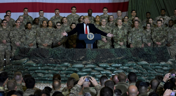 الرئيس الأمريكي دونالد ترمب يخاطب الجنود الأمريكيين في قاعدة باغرام الجوية