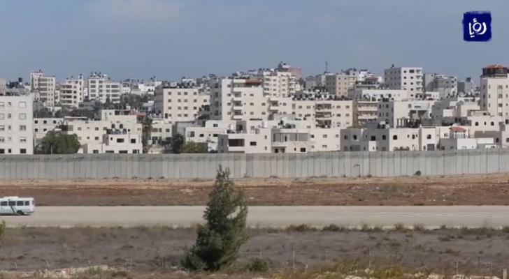 الاحتلال يواصل مخطط تهويد القدس وعزلها عن محيطها