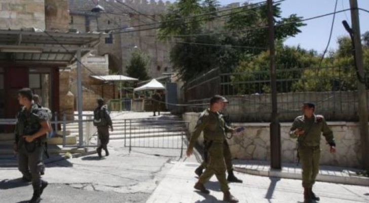 الإحتلال يقتحم منزل بالقرب من الحرم الإبراهيمي ويجبر أصحابه على إخلائه