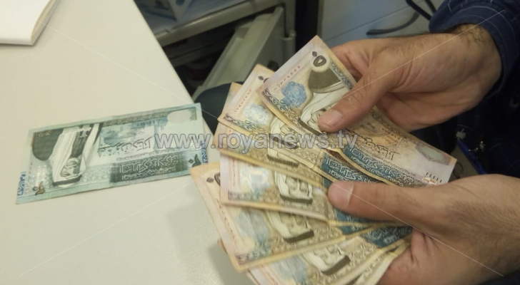 الحكومة تعلن نسب الزيادات على رواتب العاملين والمتقاعدين