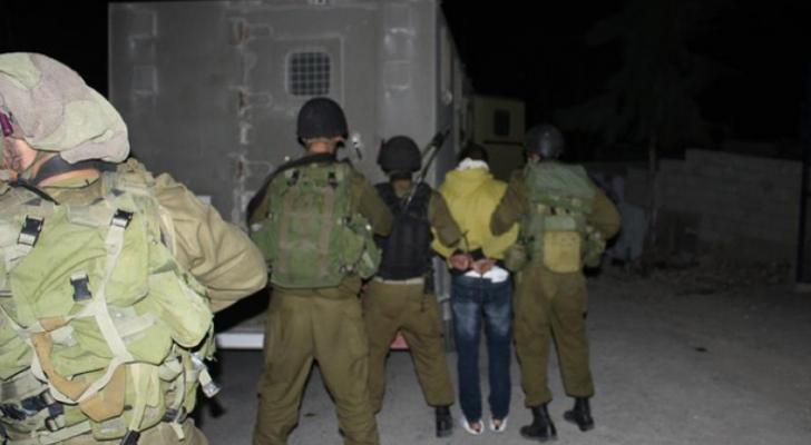 قوات الاحتلال تعتقل 14 فلسطينيا في الضفة الغربية