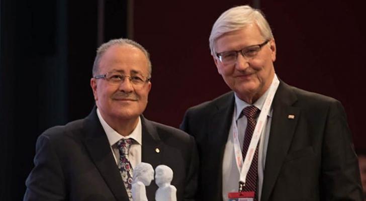 الأردن يتسلم جائزة الصليب الأحمر والهلال الأحمر للسلام والإنسانية العالمية في جنيف