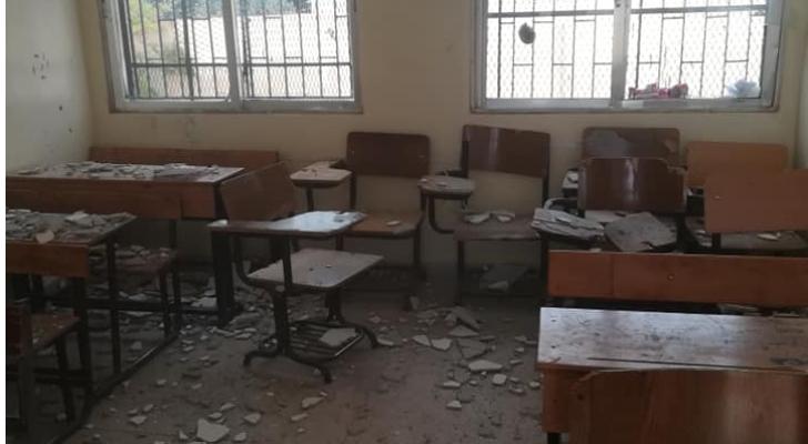 سقوط أجزاء من قصارة بغرف صفية بمدرسة سما السرحان