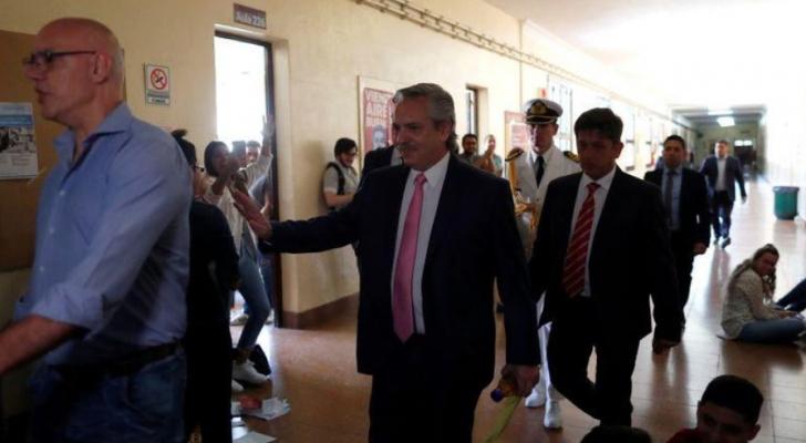 رئيس الأرجنتين الجديد يفاجئ طلابه