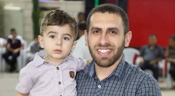 الاسير في سجون الاحتلال عز الدين فريحات وابنه
