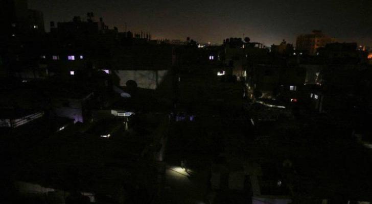 الاحتلال يزيد ساعات قطع الكهرباء بالضفة لـ3 يوميًا
