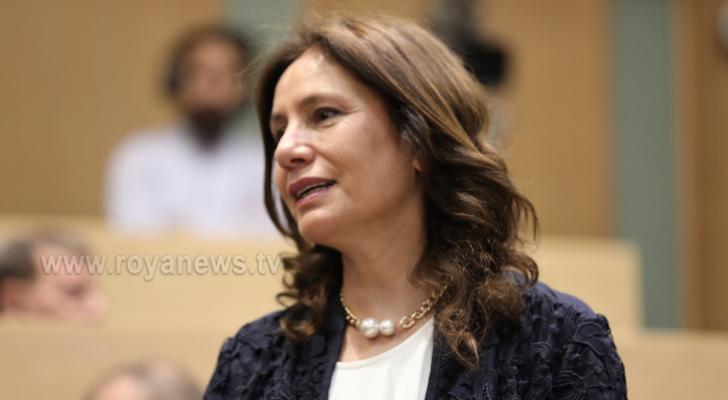 وزيرة الطاقة والثروة المعدنية هالة زواتي،