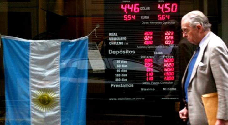 الأرجنتين تتخذ إجراءات عاجلة لمحاولة الخروج من أزمتها الاقتصادية