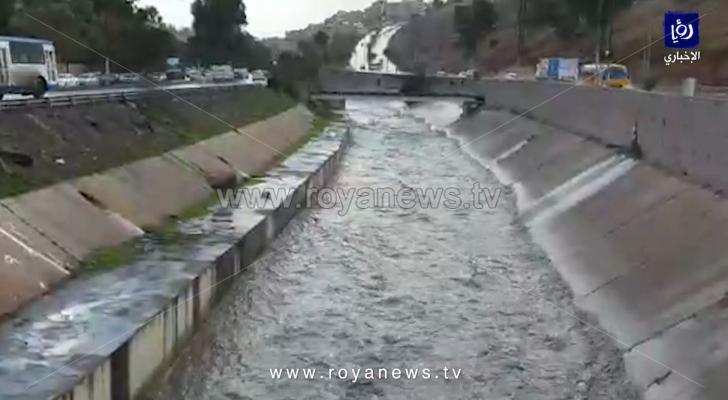 تدفق المياه في قناة الملك عبدالله والاودية المجاورة