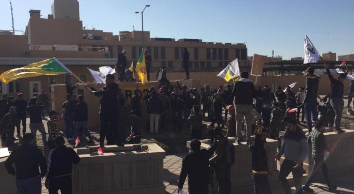 المتظاهرون من محيط السفارة الأمريكية في بغداد