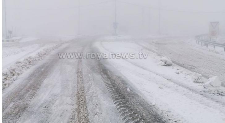 من الثلوج في محافظة الطفيلة الخميس