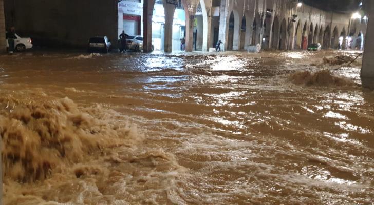 ارتفاع منسوب المياه في منطقة وسط البلد بالعاصمة عمان