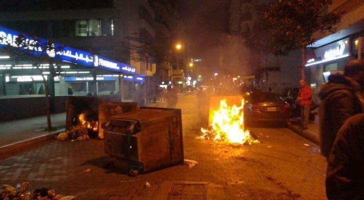محيط مصرف لبنان يتحول ساحة معركة بين المحتجين وعناصر مكافحة الشغب