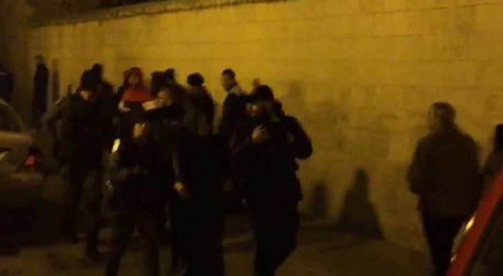 قوات الاحتلال تعتدي على المرابطة الفلسطينية خديجة خويص