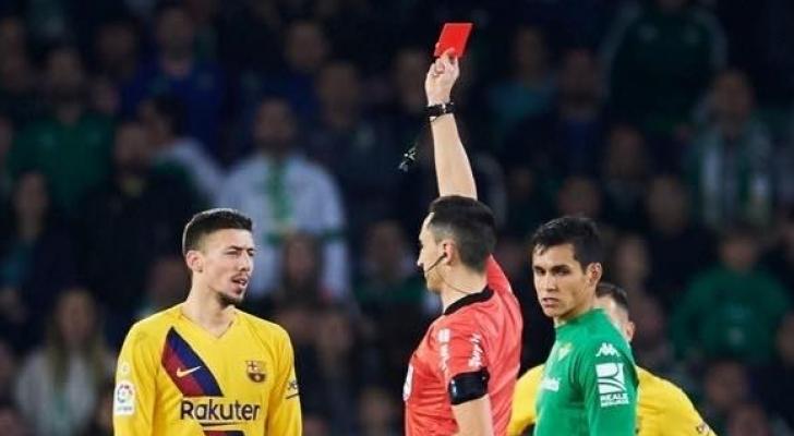 ابعاد حكم مباراة ريال بيتيس وبرشلونة عن الجولة القادمة للدوري الاسباني