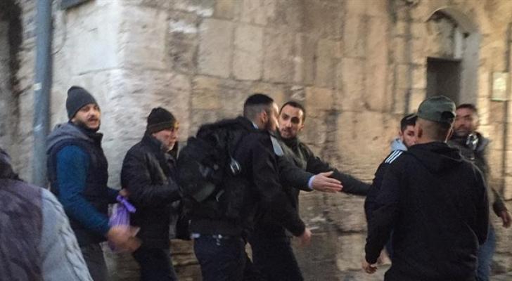 قوات الاحتلال تعتدي على المصلين