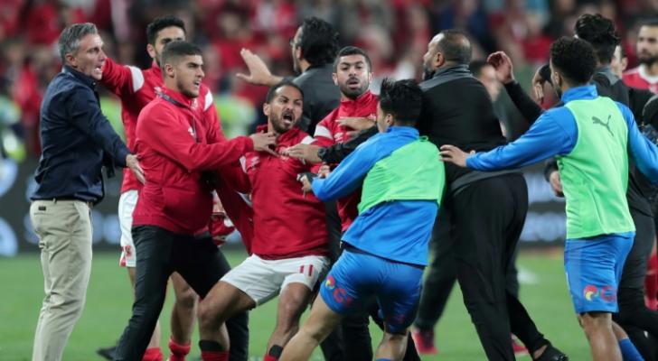 جانب من الاشكال بين لاعبي الأهلي والزمالك في ختام مباراة الكأس السوبر المصرية