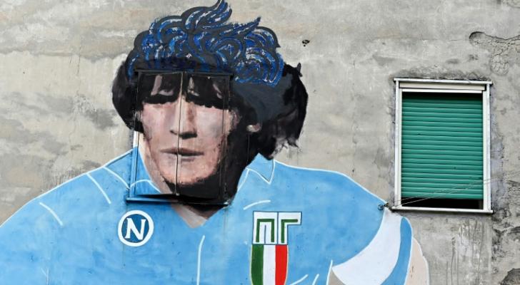 ملصق للنجم الارجنتيني الاسطورة دييغو مارادونا على احد جدران ميدنة نابولي