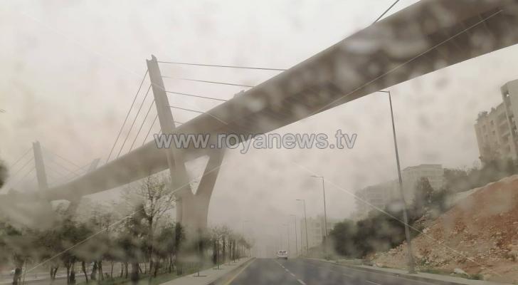 جانب من العاصفة الرملية بمنطقة عبدون