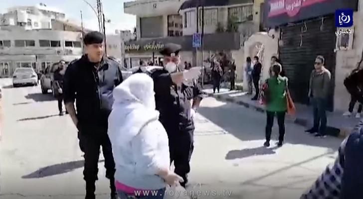الأمن يغلق احد محال بيع الخضار في اللويبدة بعد رفعه الأسعار