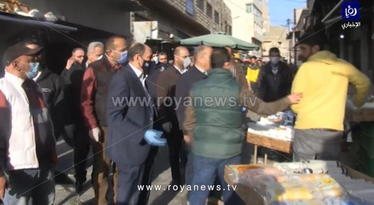 وزير الأشغال يوعز بإغلاق محلات مخالفة للتعليمات في إربد