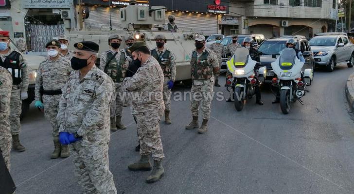 قائد المنطقه العسكريه الشمالية يتفقد طواقم الجيش المتواجده في اربد