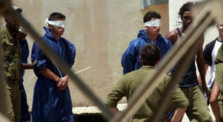 عشرات الأسرى يجددون الإضراب ويحذرون من تفشي كورونا