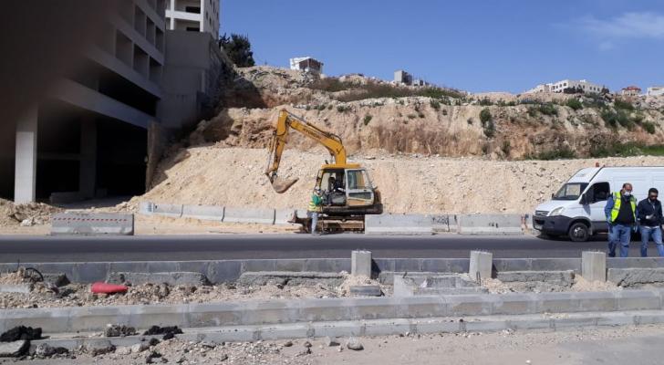 من أعمال الباص السريع في شارع الملكة رانيا