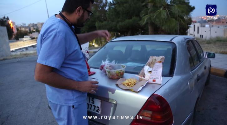 إفطار رمضاني خاطف للأطباء في الميدان