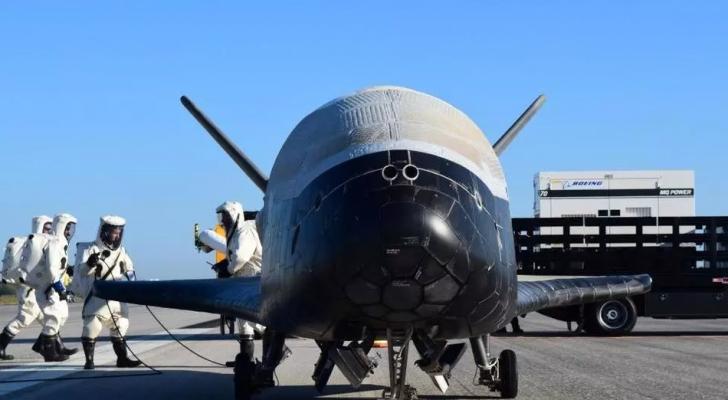 """صورة نشرها سلاح الجو الأميركي لطائرة """"اكس-37 بي"""""""