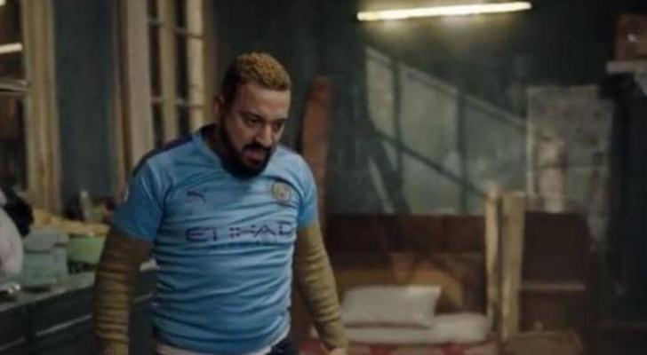 محمد دياب مرتديا زي مانشستر ستي الإنجليزي