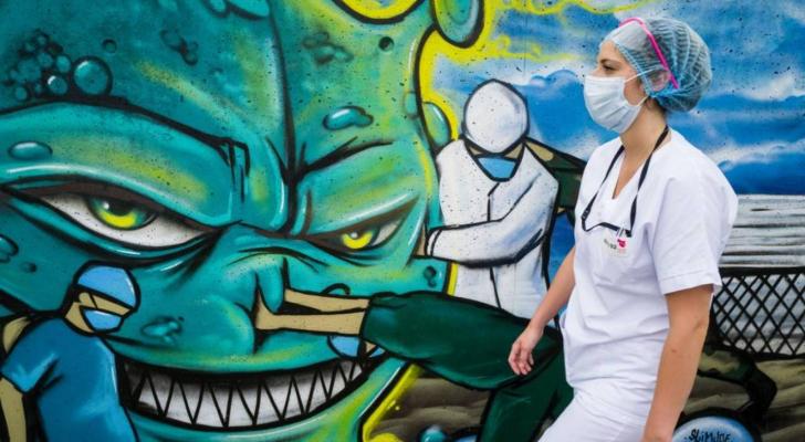 ممرضة في فرنسا (أ ف ب)
