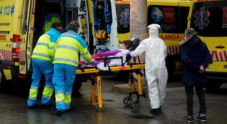 مصابة بفيروس كورونا في مدريد