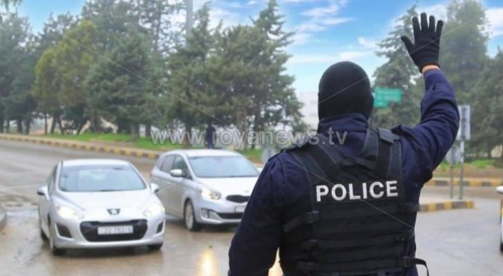 الحكومة: تسجيل عدد من الخروقات لحظر التجول تم التعامل معها وفق أحكام القانون