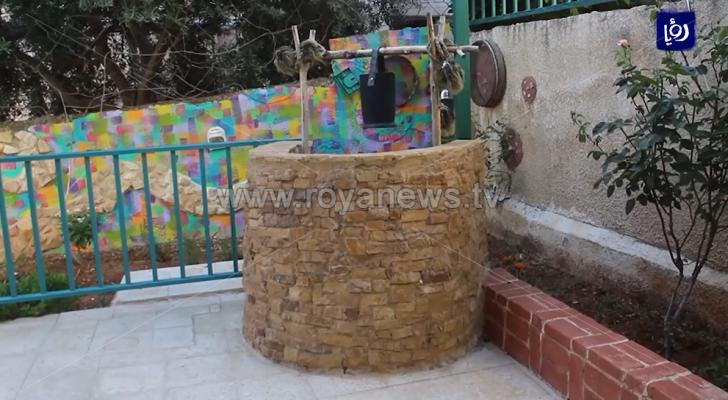 """عبدالعزيز الحمصي.. موظف يستغل """"الحظر"""" والمخلفات البيئية لصناعة تحف فنية"""