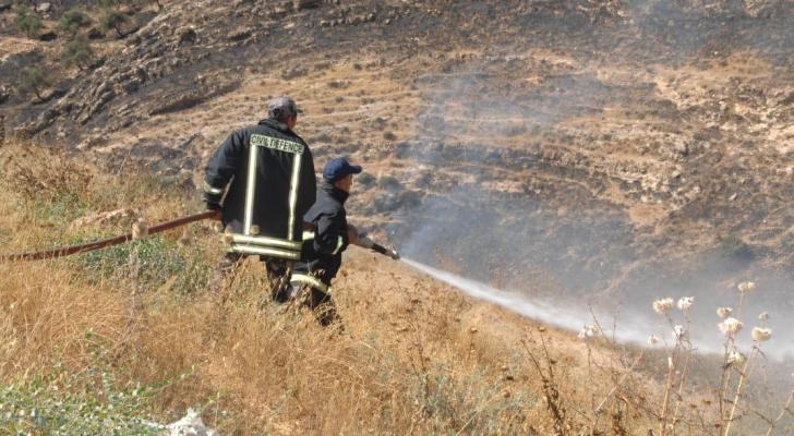 الدفاع المدني يخمد عددا من حرائق الأعشاب والأشجار الحرجية