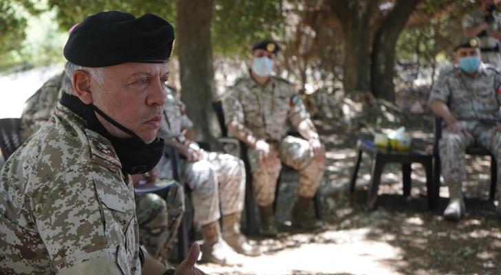 """الملك: سياسة الأردن ارتكزت منذ بداية الأزمة على قاعدة """"الإنسان أغلى ما نملك""""."""